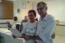 Dr.Malvino Salvador entregando o certificado ao Sr. José Souza Marceneiro de Benjamin Constant