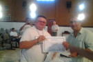 Vice Prefeito de  Tabatinga Sr. Carlos Donizetti entregando o certificado ao sr. Juca de Oliveira Moveleiro deTabatinga
